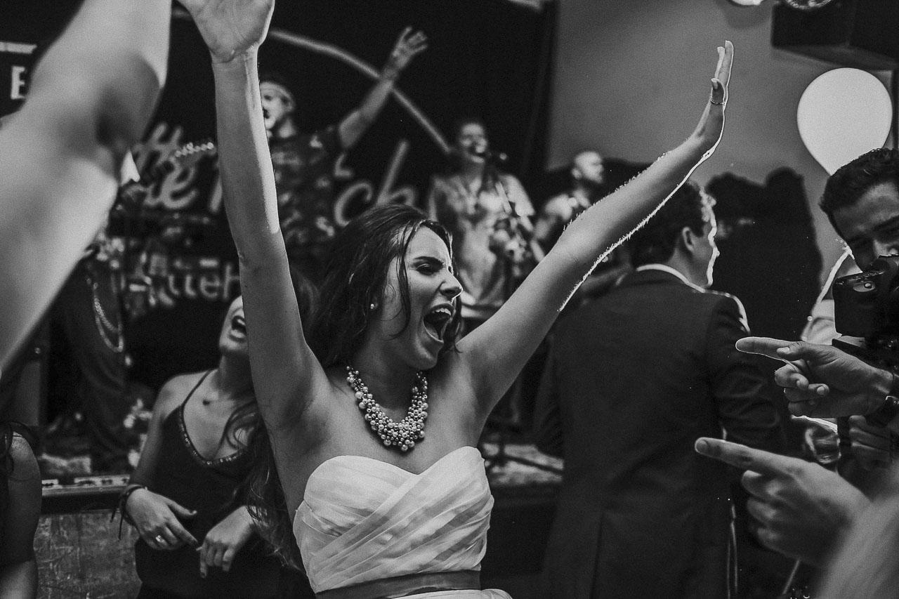 casamento-livia-e-fabiano-lucio-carvalho-fotografo-pocos-de-caldas-passos-mg-fotografia-casamento-noivado-festa-wedding--16