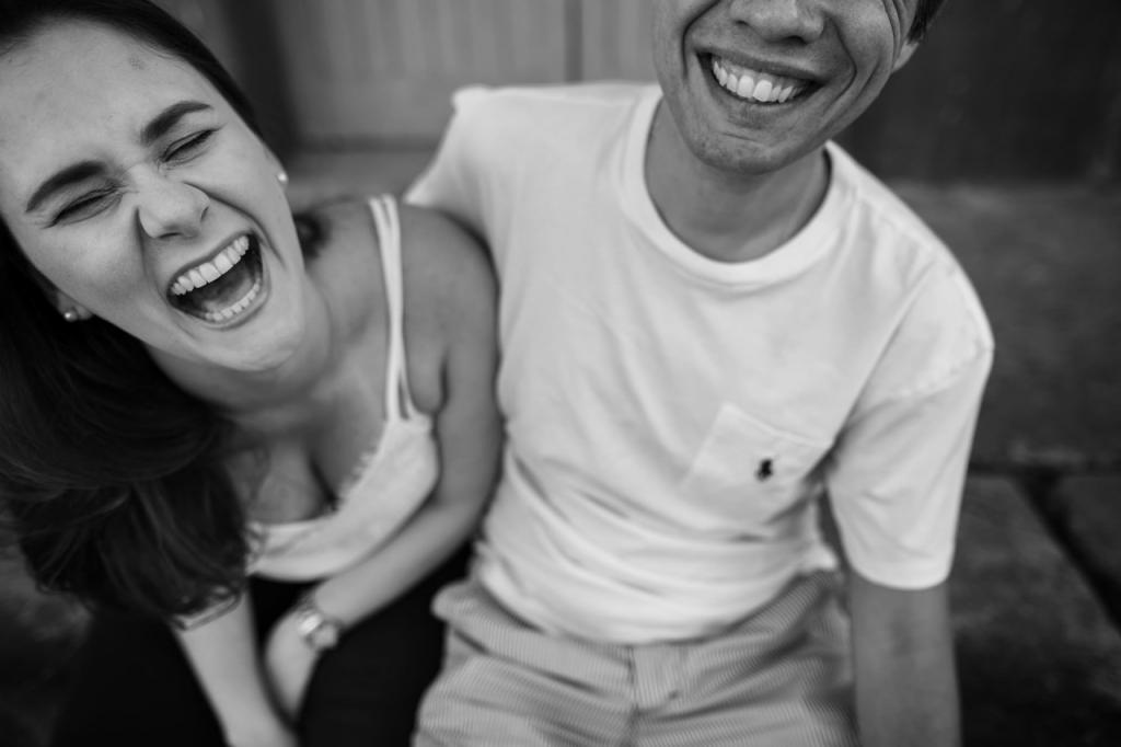 ensaio-por-do-sol-casal-romantico-intimista-natureza-pocos-de-caldas-trilho-do-trem-rampa-de-voo-livre-paraglider-rampa-norte-pocos-de-caldas-e-session-noivado-namoro-casal-wedding