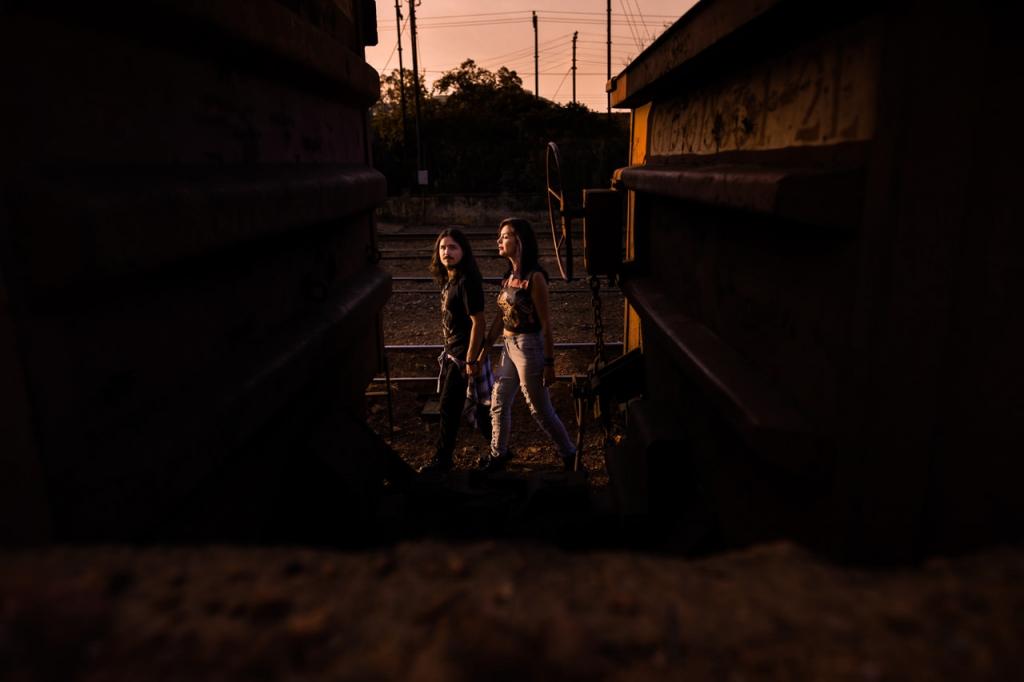 ensaio-casal-poços-de-caldas-sul-de-minas-trem-ntureza-trilho-raul-larissa-rock-n-roll